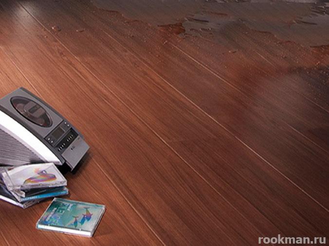 Пол из темно-коричневого водостойкого ламината