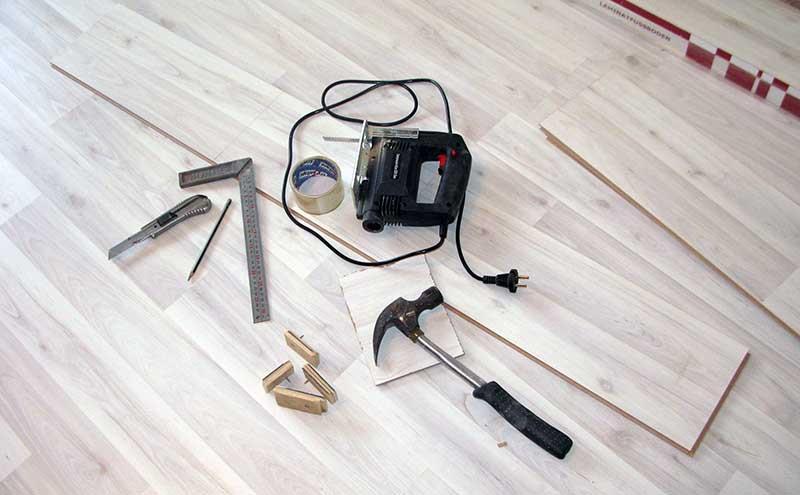 Фото: Инструмент делает процесс укладки более качественным