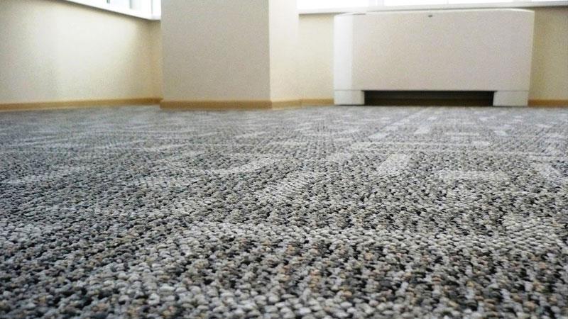 Ковролин неплохо смотрится на полу в прихожей