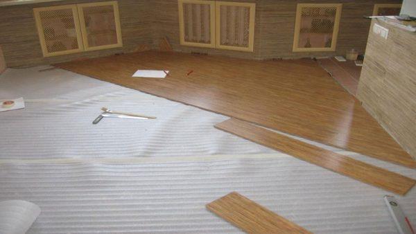 уложить ламинат деревянный