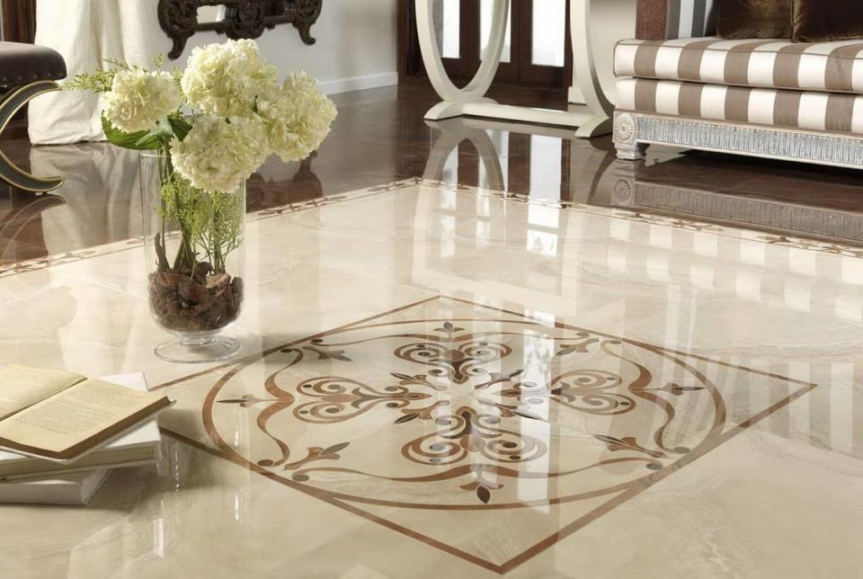 Прочное, оригинальное и долговечное панно из керамической плитки будет отличным решением как для маленькой, так и для большой комнаты