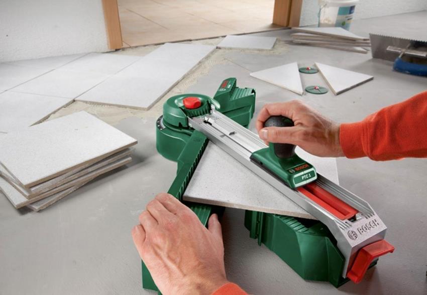 Ровные срезы на плитке можно получить, использовав плиткорез