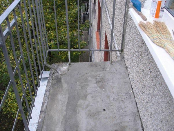 как сделать пол на открытом балконе