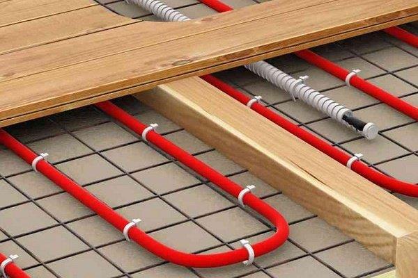 Водяной теплый пол по деревянному основанию