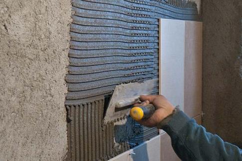 Выравнивание стены под плитку