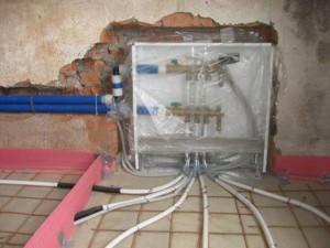 Установка труб водяного теплого пола