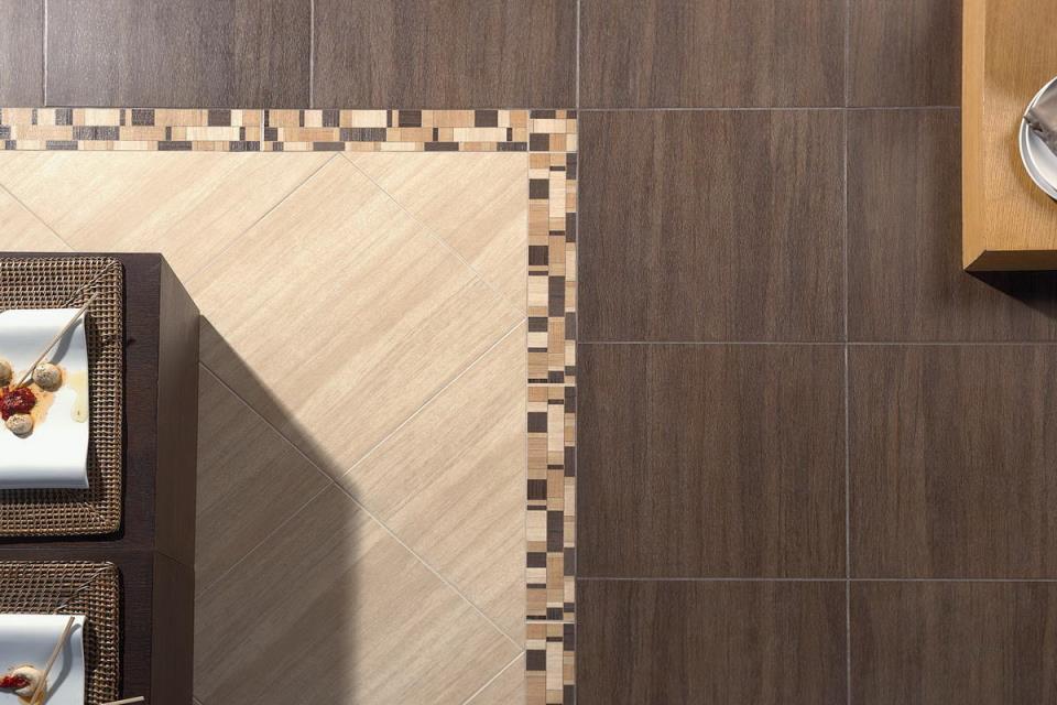 Подбирать размер напольной плитки лучше с учетом интерьера помещения