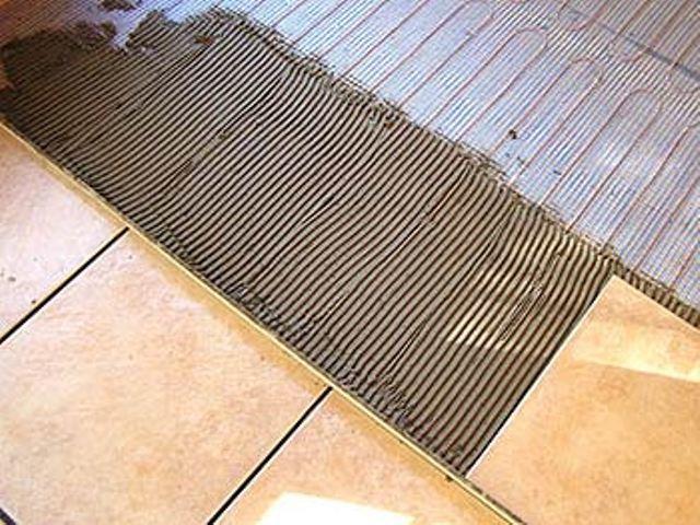 Укладка плитки на теплый пол из электрических матов.