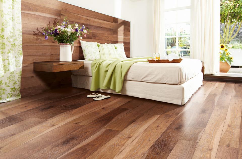 Интересная дизайнерская задумка, пол плавно переходящий в изголовье кровати