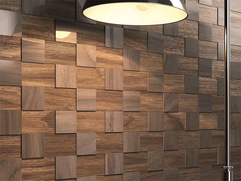 Улучшить интерьер можно с помощью дополнительного украшения стены декорированной плиткой