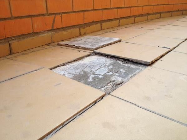 Плитка отваливается от деревянного пола