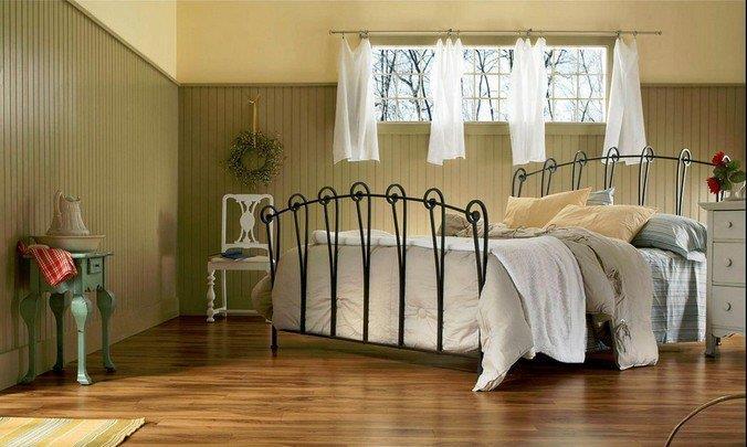 Ламинированные полы Kronospan в интерьере спальни в стиле кантри
