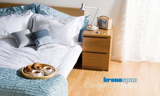 Фото светлого ламината без фаски из коллекции Castello Click в интерьере спальни