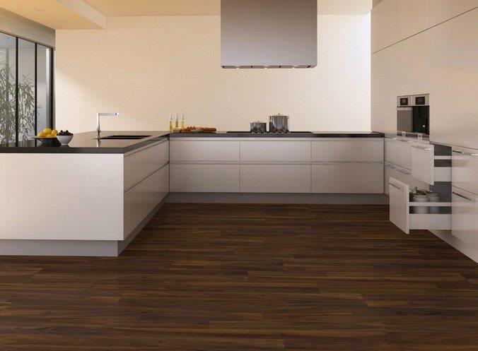 Ламинированные полы Kronospan под древесину ореха в интерьере кухни