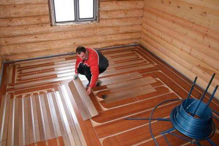 Монтаж пола в ванной в деревянном доме