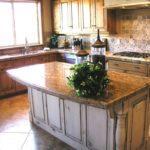 Интерьер кухни под натуральный камень