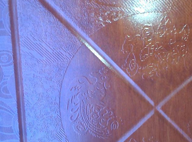 Изменение вида пола покрытого 3D-ламинатом SHINEWOOD (артикул К2). Вид центральных элементов дизайна ламината.