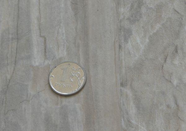 При близком рассмотрении видна плотность прилегания соседних листов ламината SHINEWOOD в местах стыка листов.