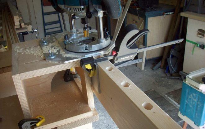 Использование приспособлений позволят ускорить процесс изготовления фрезером столярных соединений