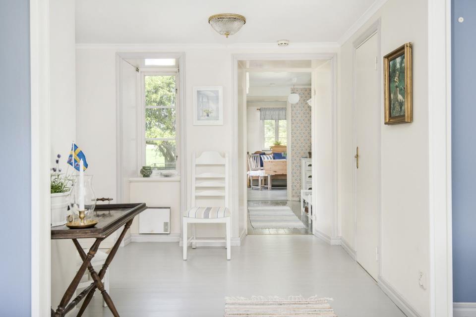 светлый белый пол в стиле гостиной
