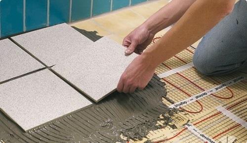 Монтаж плитки на теплые полы