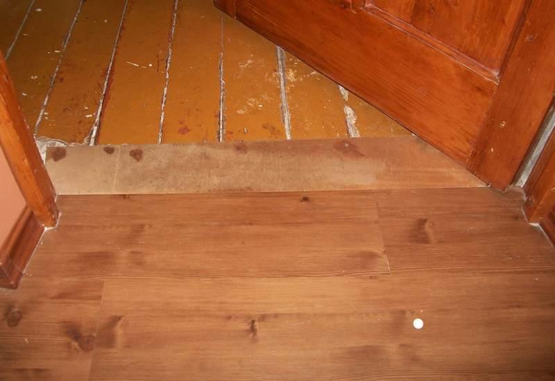 Укладка линолеума на деревянный пол – задача непростая, однако выполнимая