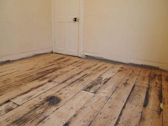 Вычищенный и отшлифованный деревянный пол вполне готов к следующему этапу подготовки основания