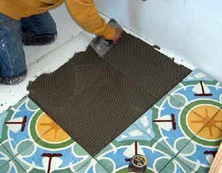 Настилка пола из керамической плитки