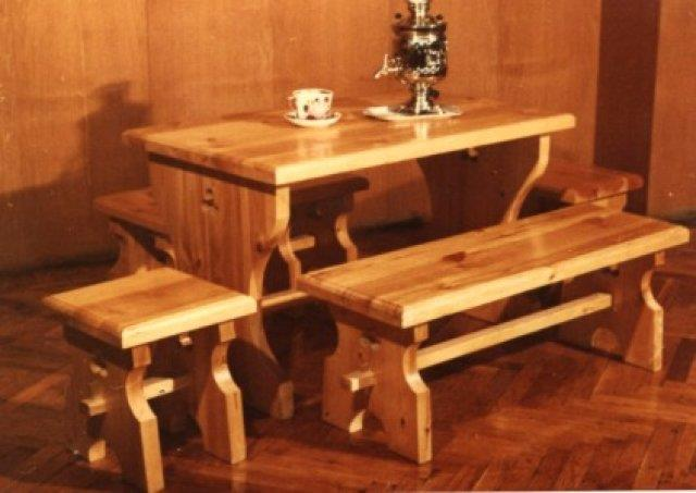 Мебель, обработанная лаком