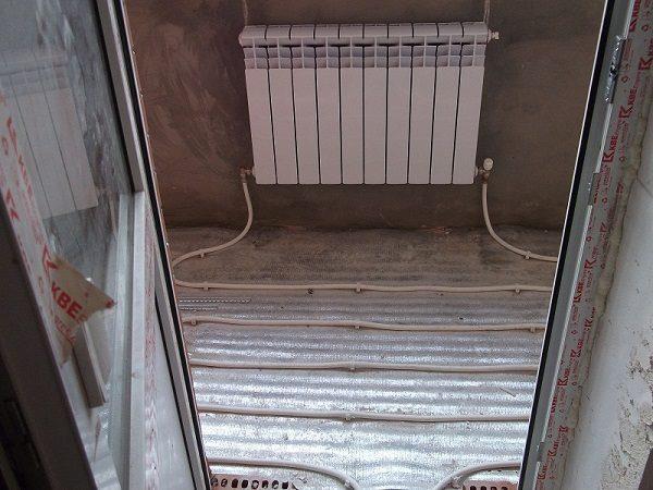 фото: водяной теплый пол на балконе от центрального отопления