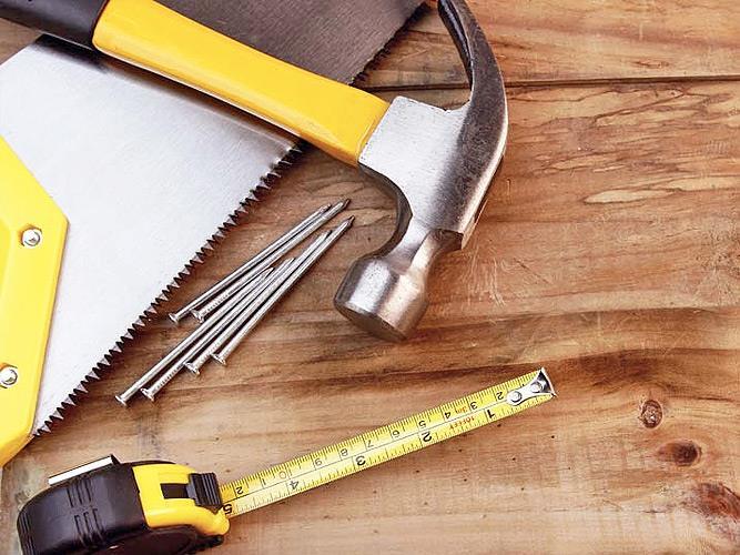 Инструменты на полу