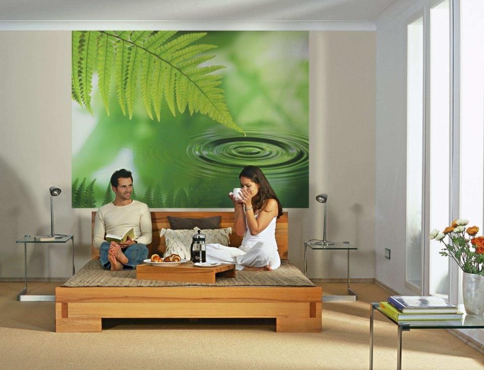 Фотообои с зеленью и песочные оттенки интерьера