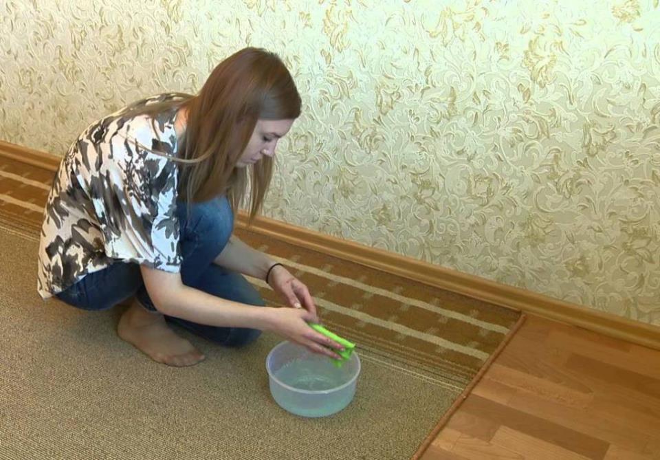 Как почистить ковер нашатырным спиртом в домашних условиях