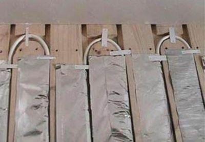 Монтаж системы в пазах деревянных плит