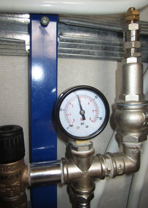 Контроль давления в системе теплого пола