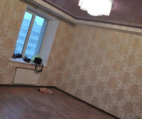 Что сначала: ламинат или натяжной потолок