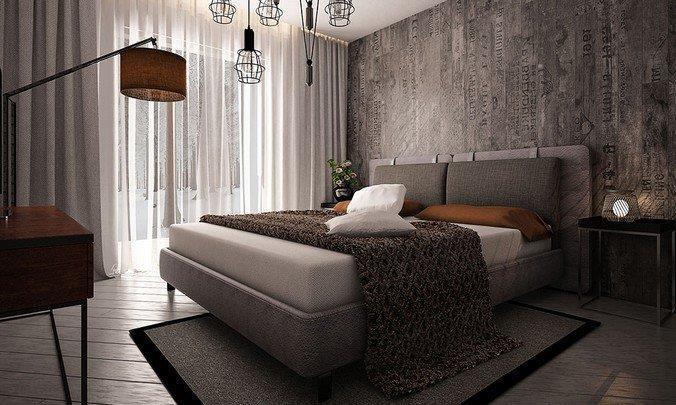 Серый ламинированный паркет в сочетании с темно-серыми и коричневыми элементами декора спальни