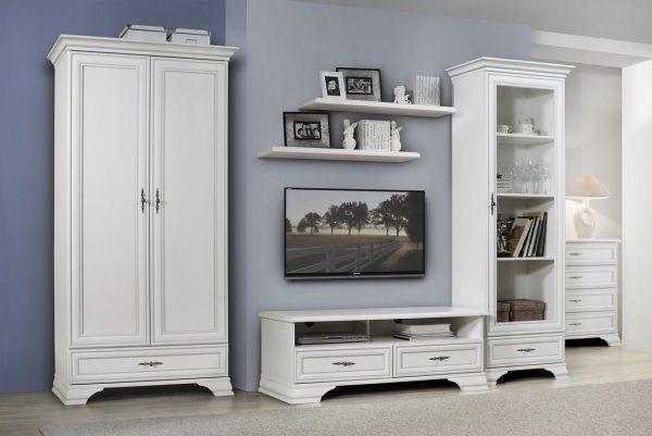 Сочетание ламината в холодных тонах и белой мебели