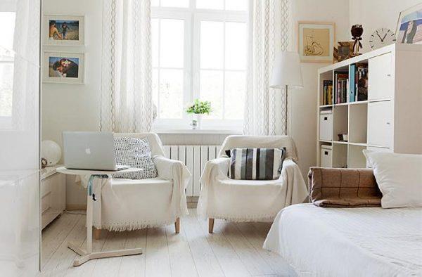 Белый ламинта в гостиной