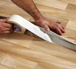 Как стелить линолеум на деревянный пол