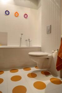 Фото использования линолеума в ванной комнате