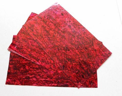 Ламинат красный