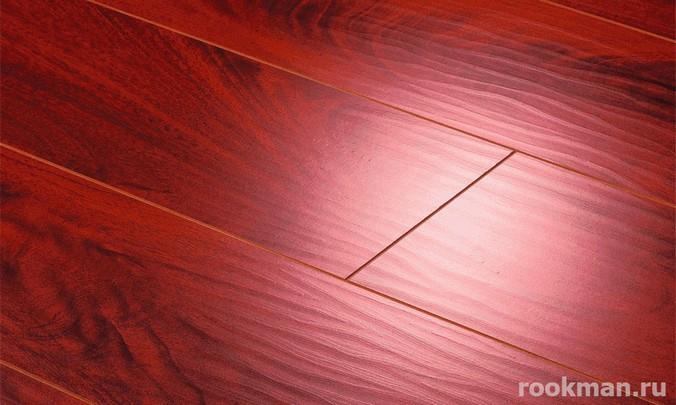 Красное напольное покрытие