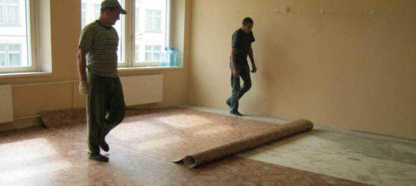 На ровный бетонный пол линолеум ложится без проблем