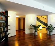 Как класть ламинат в разных комнатах?