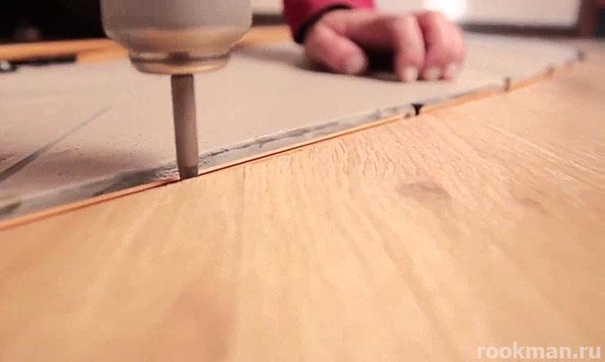Подготовка к стыковке ламината и зоны из плитки
