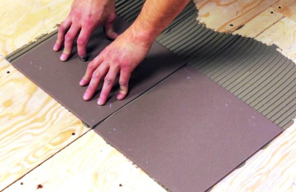 Перед тем как производить укладку плитки, необходимо сперва подготовить ОСБ плиту