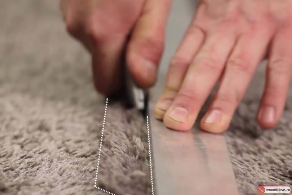 Процесс стыковки напольного покрытия