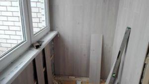 Отделка балкона ламинатом