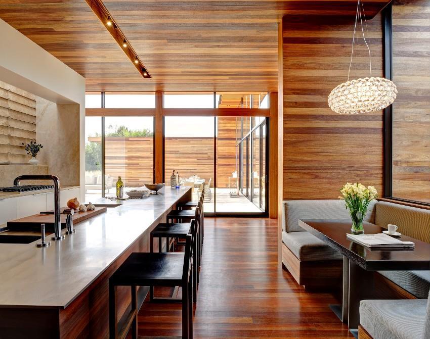 Интерьер с ламинатом на стене – это не только стильно, но и практично